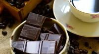 コーヒー、チョコレート、アルコール類は、 刺激物なので血管や粘膜が炎症を起こしやすくなるため 取り過ぎると腸内にある善玉菌を減らすそうです。 善玉菌が減ると悪玉菌の繁殖を防ぐことができなくなり、 腸内環境が悪化し下痢や便秘、身体に様々な不調を生じます。 ただ、ストレスが悪玉菌を増やす一番の原因だと言われているので、 適量の摂取であれば、刺激物が悪玉菌を増やす ...